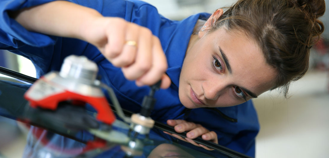 how to handle a windshield repair