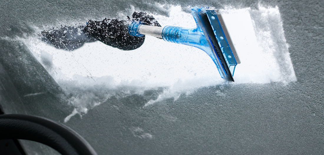 How To Get Ice Off Of Windshield >> 14 Hacks To Deal With Snow And Ice On Your Car