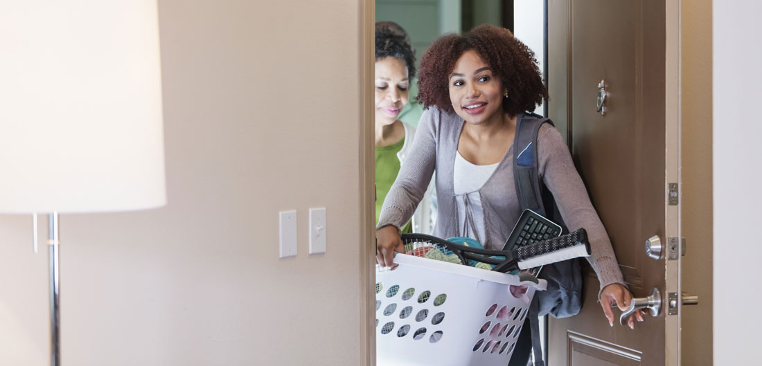 girl moving into dorm room