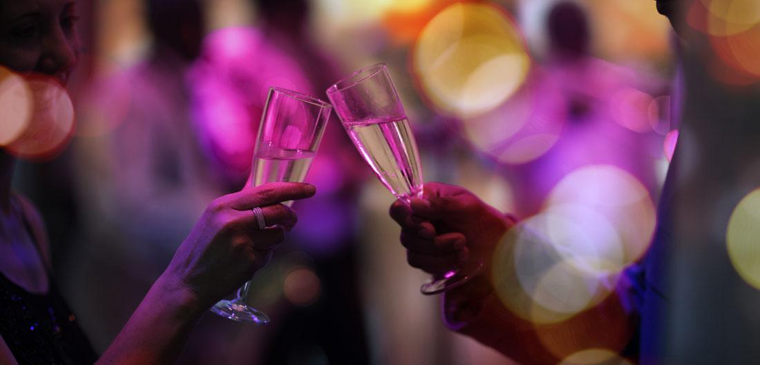 champagne glasses clink